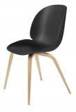 GUBI - Beetle Spisebordsstol - Black shell/Oak base - Beetle spisebordsstol i eg