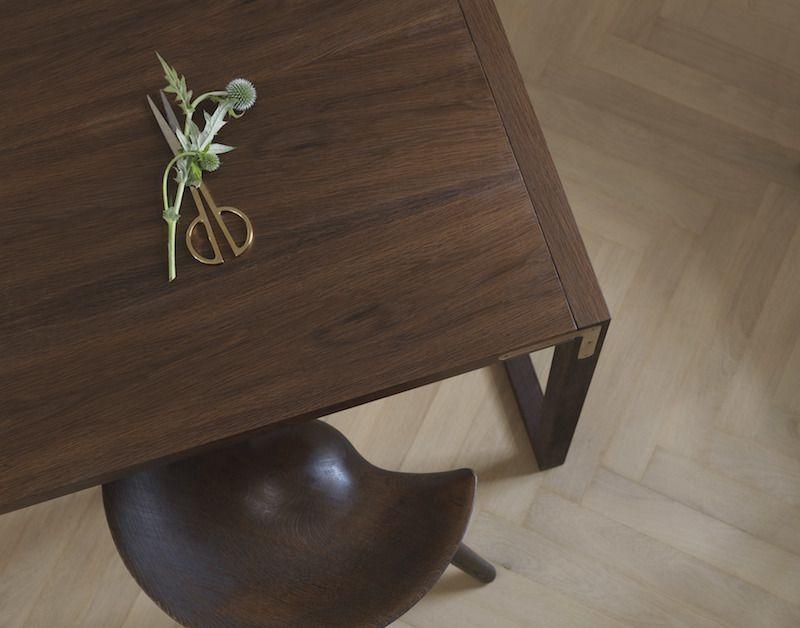 by Lassen - ML42 Taburet - Brun olieret eg - Taburet i brun olieret egetræ