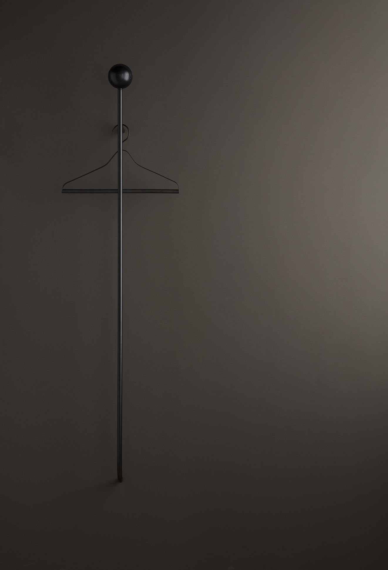 Ferm Living - Pujo Coat Rack - tøjstativ sort metal