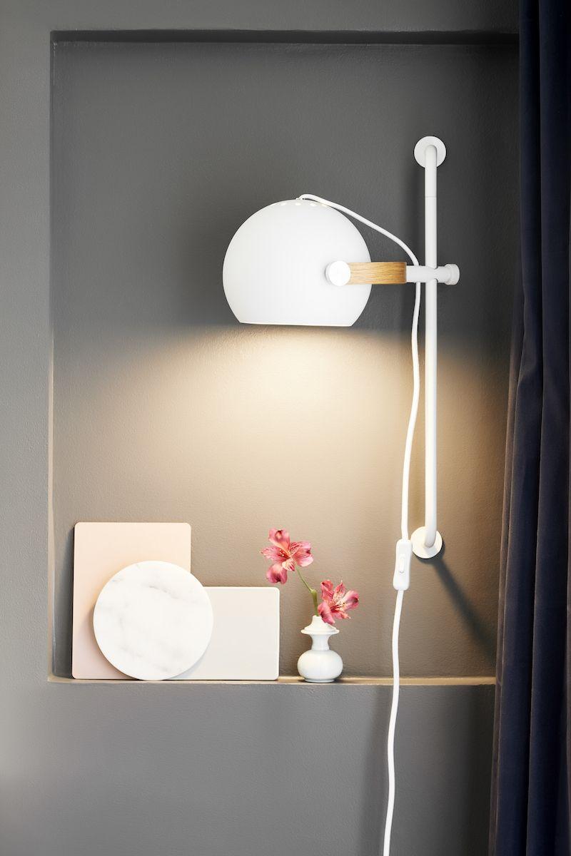 Halo Design D.C væglampe Ø18 m/arm Hvid m/egetræ