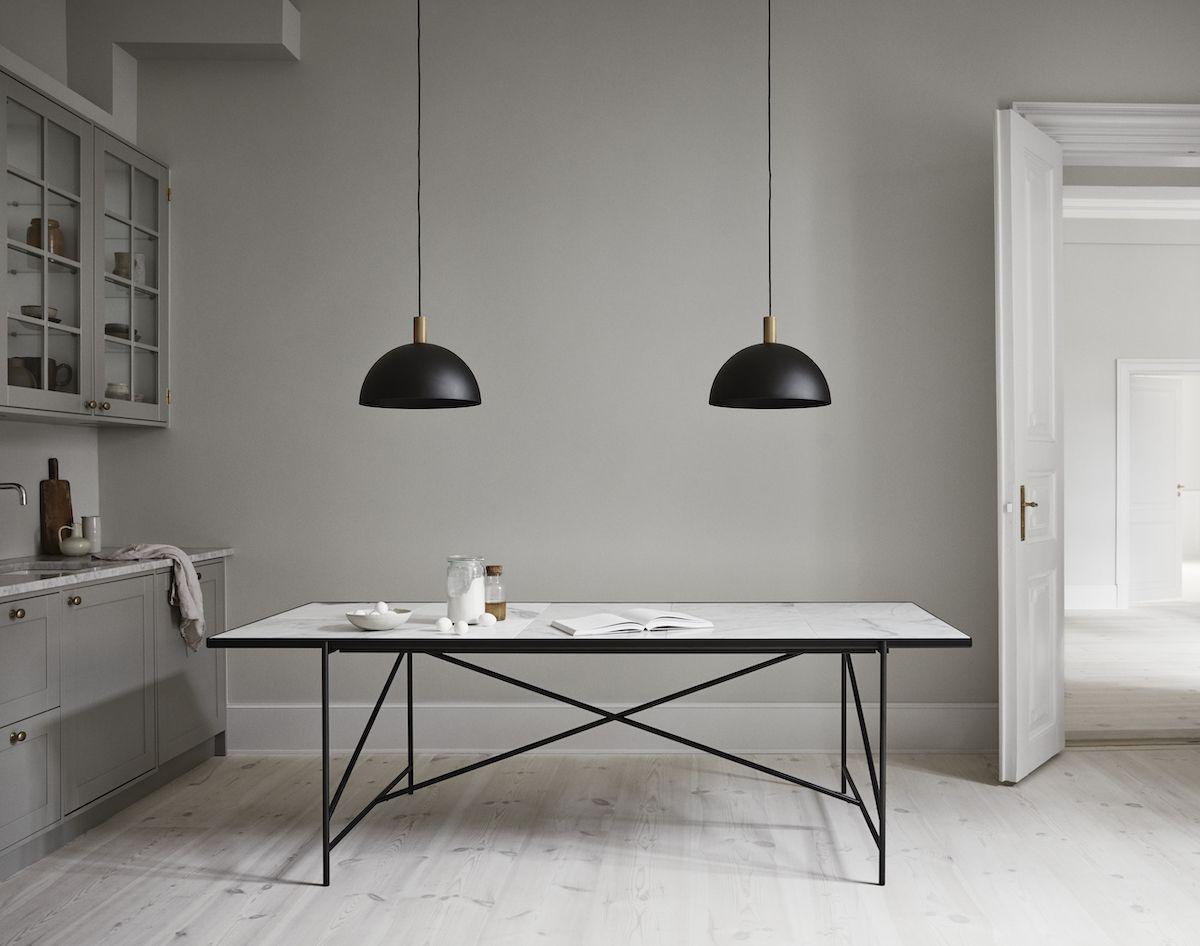 HANDVÄRK Spisebord 230x96 - Hvid Marmor, sort - Spisebord med hvid marmor