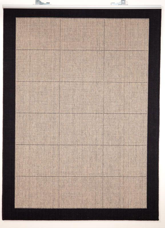 New Casablanca 160 x 240cm m. sort kant - Fladvævet tæppe i 80% uld, med gummibagside. Findes i flere størrelser