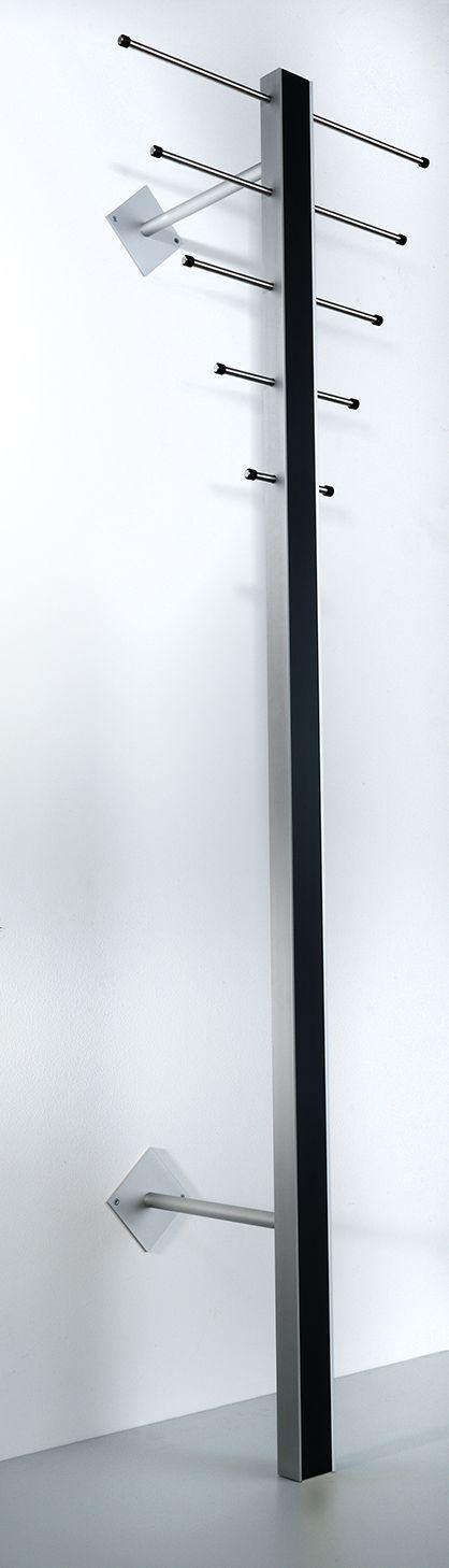 Milano ST-1 Stumtjener - Stående sort knagerække i aluminium.