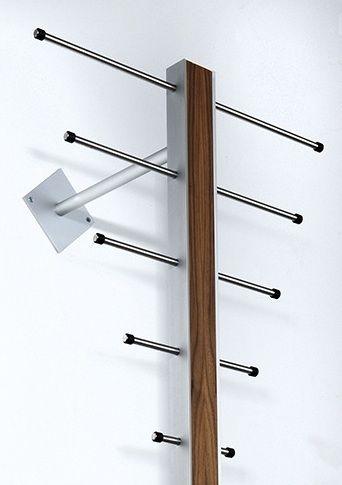 Milano ST-1 Stumtjener - Stående knagerække i aluminium og valnød