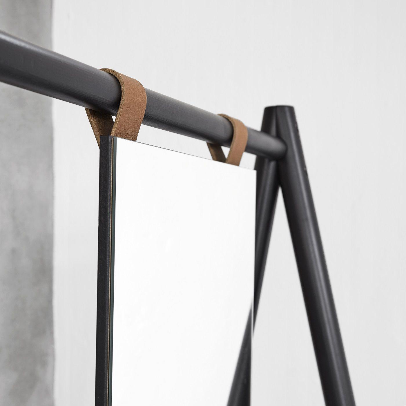 Hongi Tøjstativ m. spejl, Sort fyrretræ - Karup Design
