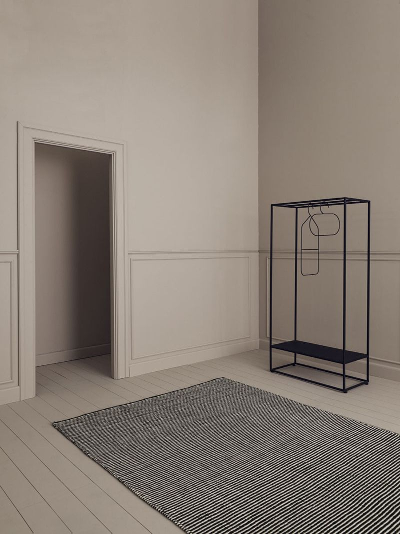 Linie Design Ajo Sort uld tæppe - 200x300 - Stort uld tæppe i sort og hvid