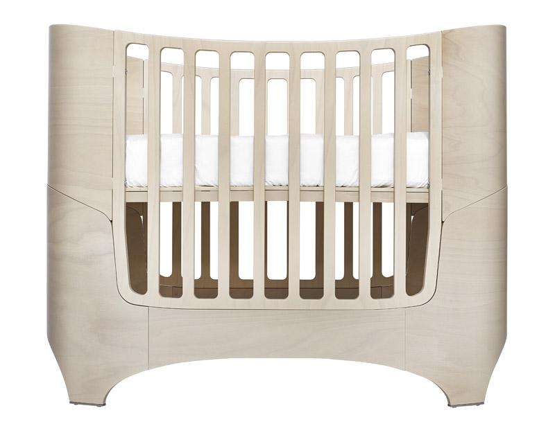 Leander baby/junior seng whitewash fra Leander på unoliving.com