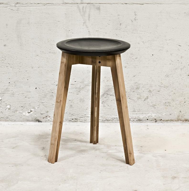 We do wood button stool - sort fra We do wood fra unoliving.com